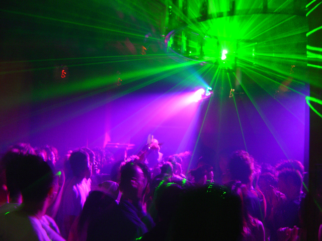 club-dance-floor-1535474-640x480